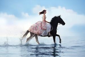 Motto-Ziele Bild Pferd mit Reiterin im Meer