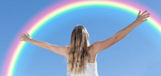 gute Zustände - Frau mit Regenbogen
