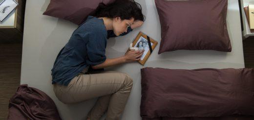 Gedankenexperiment - Frau im Bett vermisst Mann