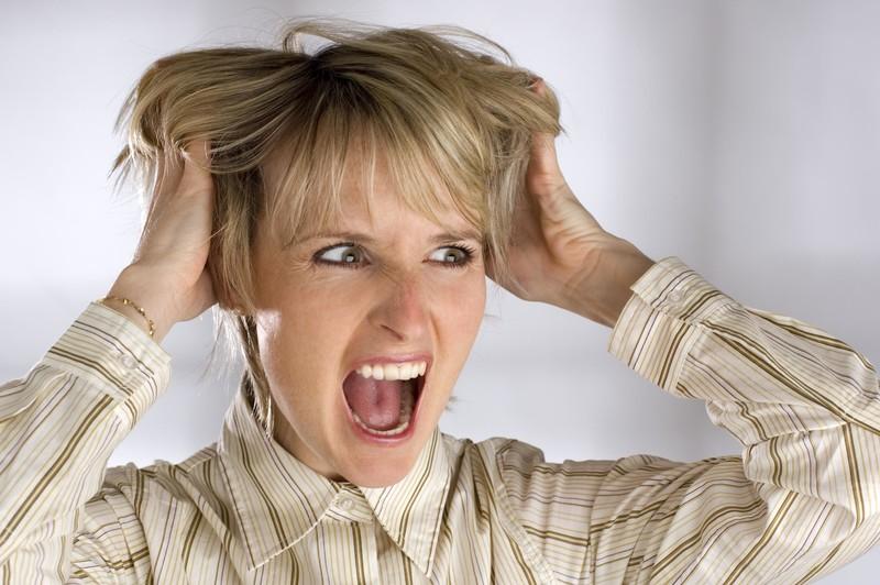 love it-change it-leave it-Frau rauft sich die Haare