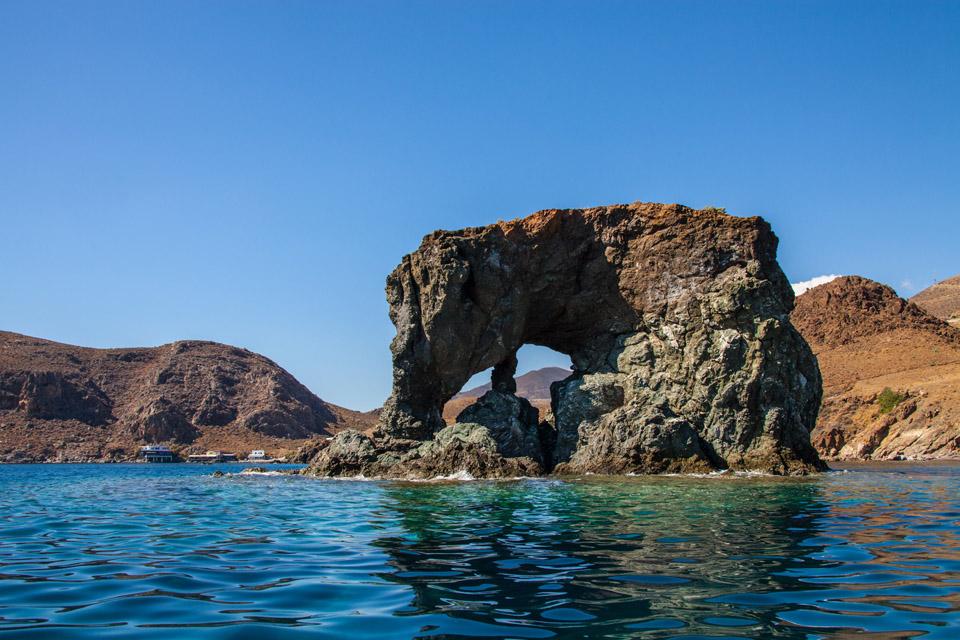 Felsen im Meer zum NLP Kompaktkurs